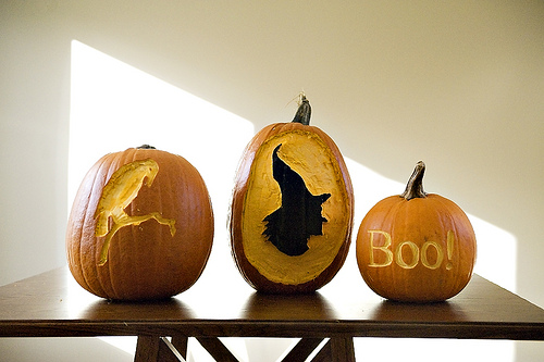 carved by Lockette  15 ideas and tutorials for your crafty pumpkins