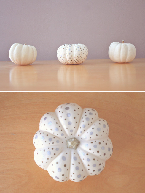 decorated by papernstitch1  15 ideas and tutorials for your crafty pumpkins