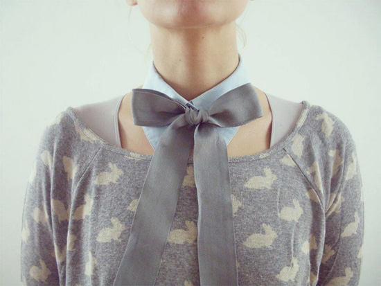 Handmade collar gry bow by Maca de Adao  Addictive fashionable handmade collars by Maçã de Adão